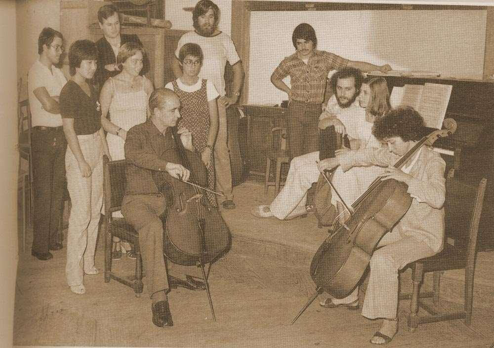 Clase de violonchelo. Maestro Elías Arizcuren